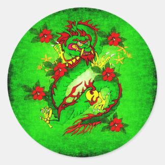 Dragón verde y flores rojas pegatinas redondas