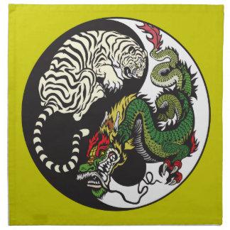 dragón verde y símbolo blanco de yang del yin del  servilleta
