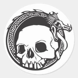 Dragón y cráneo pegatina redonda