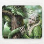 Dragón y duende esmeralda alfombrilla de ratón