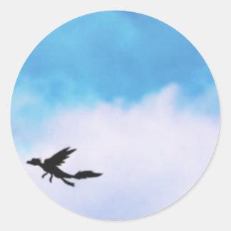 Dragón y nubes reptiles del pájaro pegatina redonda