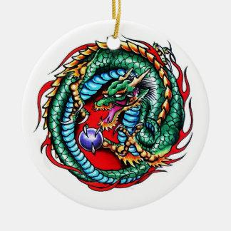 Dragón y orbe frescos del símbolo del tatuaje del  ornamentos de reyes magos