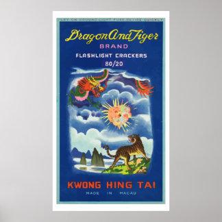 Dragón y tigre (petardo chino del vintage) posters