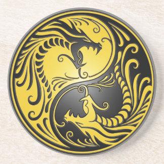 Dragones, amarillo y negro de Yin Yang Posavasos De Arenisca
