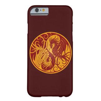 Dragones amarillos y rojos de Yin que vuelan Yang Funda De iPhone 6 Barely There