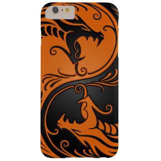 Dragones anaranjados y negros de Yin Yang Funda De iPhone 6 Plus Barely There