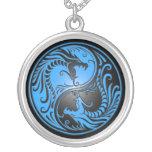 Dragones, azul y negro de Yin Yang Colgante Redondo