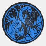 Dragones azules y negros de Yin que vuelan Yang Etiqueta Redonda