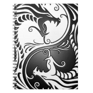 Dragones, blanco y negro de Yin Yang Spiral Notebooks