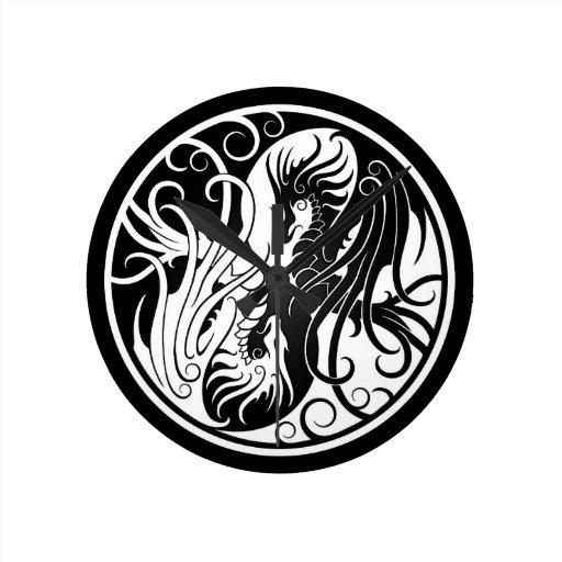 Dragones blancos y negros de Yin que vuelan Yang Relojes De Pared