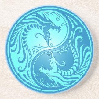 Dragones de Yin Yang, azules claros Posavasos Cerveza
