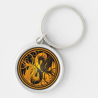 Dragones de Yin Yang del vuelo - amarillo y negro Llavero Redondo Plateado