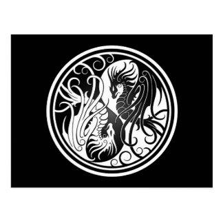 Dragones de Yin Yang del vuelo - blancos y negros Postales