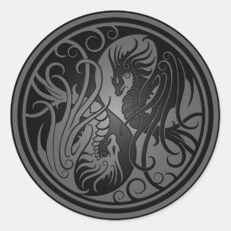 Dragones de Yin Yang del vuelo - oscuridad Pegatina Redonda