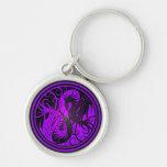Dragones de Yin Yang del vuelo - púrpura y negro Llaveros Personalizados