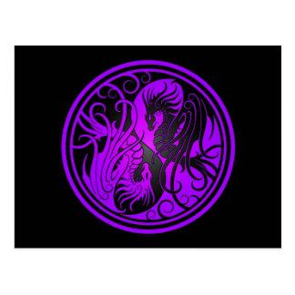 Dragones de Yin Yang del vuelo - púrpura y negro Tarjeta Postal