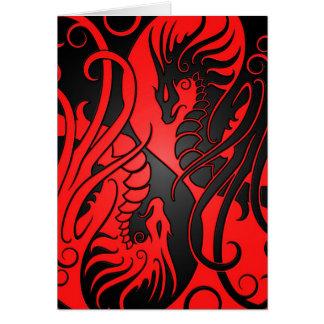 Dragones de Yin Yang del vuelo - rojo y negro Tarjeta De Felicitación