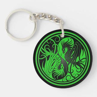 Dragones de Yin Yang del vuelo - verde y negro Llavero Redondo Acrílico A Una Cara