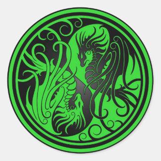 Dragones de Yin Yang del vuelo - verde y negro Etiqueta