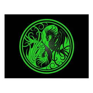 Dragones de Yin Yang del vuelo - verde y negro Tarjeta Postal