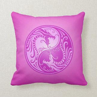 Dragones de Yin Yang, purpúreos claros Almohada