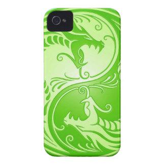 Dragones de Yin Yang, verdes claros iPhone 4 Cárcasa