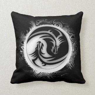 Dragones del asiático de Yin y de Yang Cojines