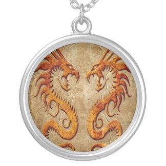Dragones gemelos de piedra colgante personalizado