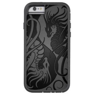 Dragones grises y negros de Yin que vuelan Yang Funda De iPhone 6 Tough Xtreme