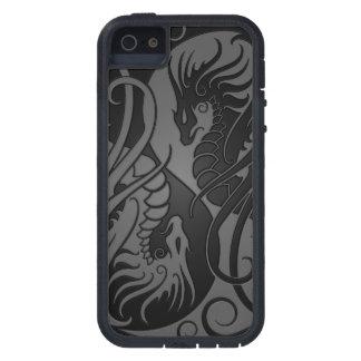 Dragones grises y negros de Yin que vuelan Yang iPhone 5 Case-Mate Carcasas