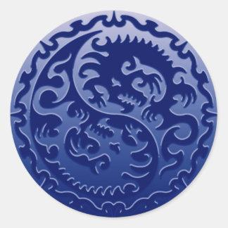 Dragones mágicos de Yin Yang Pegatina Redonda