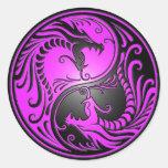 Dragones, púrpura y negro de Yin Yang Etiquetas Redondas