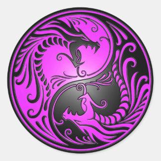 Dragones púrpura y negro de Yin Yang Etiquetas Redondas