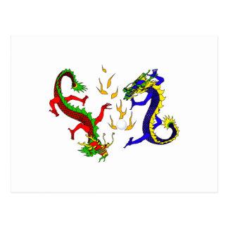 Dragones que luchan tarjetas postales