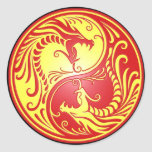 Dragones, rojo y amarillo de Yin Yang Pegatina Redonda
