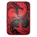 Dragones, rojo y negro de Yin Yang Fundas Macbook Air