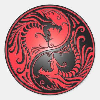 Dragones, rojo y negro de Yin Yang Pegatinas Redondas