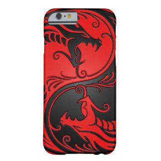 Dragones rojos y negros de Yin Yang Funda De iPhone 6 Barely There