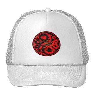 Dragones rojos y negros del chino de Yin Yang Gorro