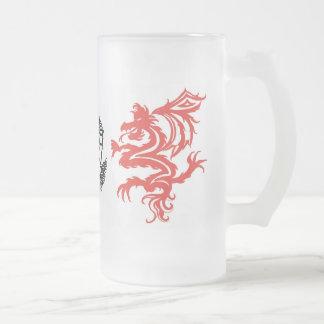 dragones tribales jarra de cerveza esmerilada