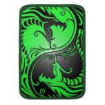 Dragones, verde y negro de Yin Yang Fundas Macbook Air