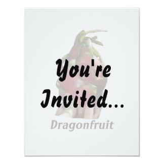 """Dragonfruit se sostuvo en dedos con la foto Pitaya Invitación 4.25"""" X 5.5"""""""