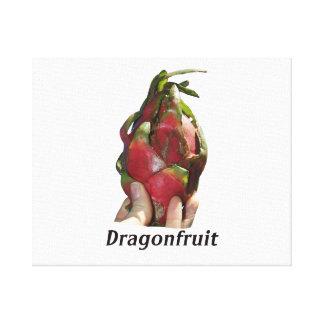 Dragonfruit se sostuvo en dedos con la foto Pitaya Impresiones De Lienzo