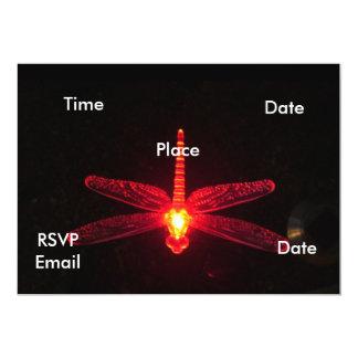 """Drangonfly que brilla intensamente rojo invitación 5"""" x 7"""""""