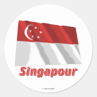Drapeau Singapour avec le nom en français Classic Round Sticker