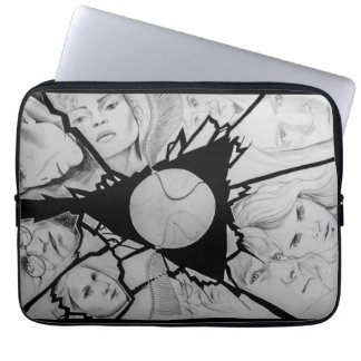 Drawn triangle designs laptop sleeve