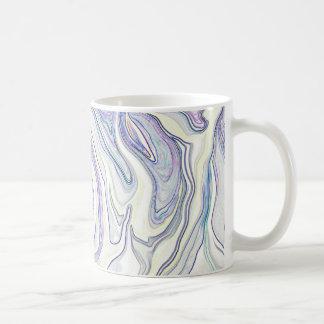 Dreamscape en la abstracción azul de la taza de