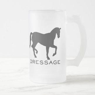 Dressage con el caballo en marco taza de café