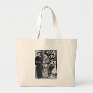Dressed to the Nines 1915 Canvas Bags
