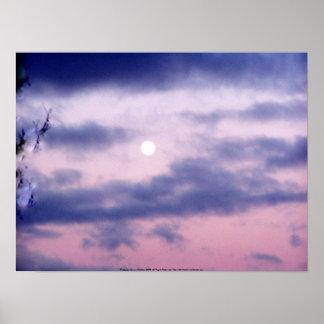 Dríada en el cielo con la luna poster